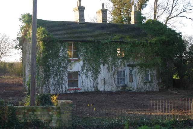 Derelict house on Station Road