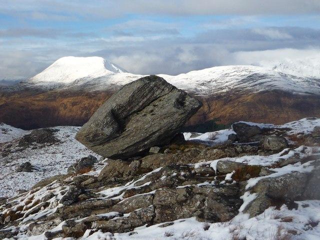 Perched boulder on Beinn Fhionnlaidh