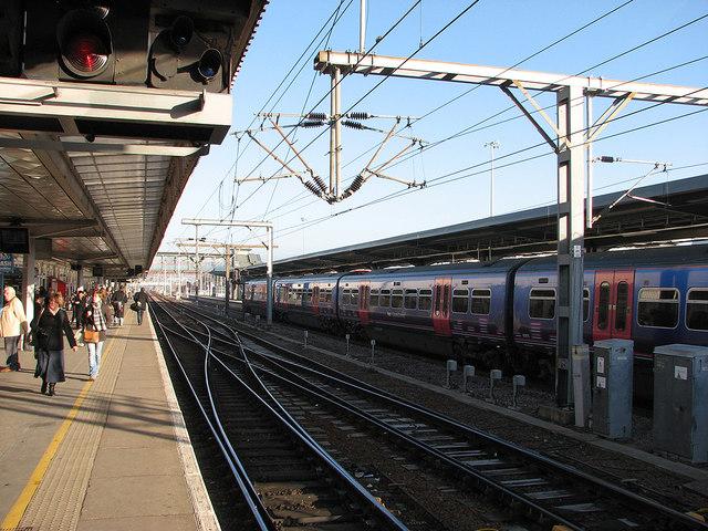 Cambridge Station: train arriving at Platform 7
