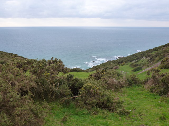 Dip in the landscape from coast path at West Holcombes, near Noss Mayo