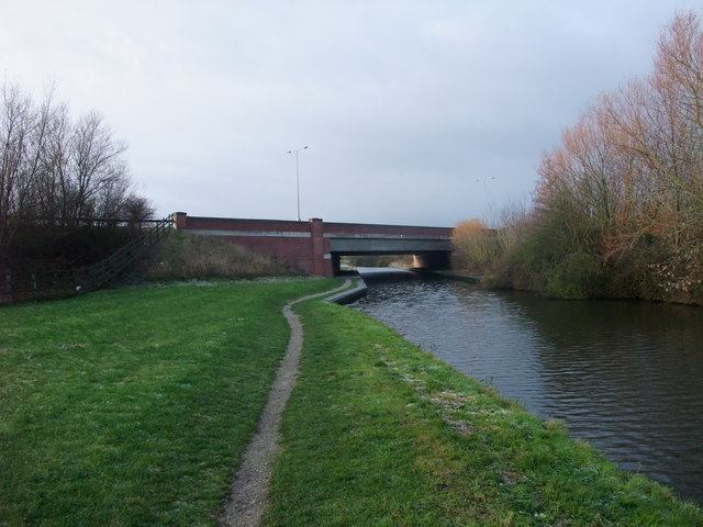 On the (proposed) Trent Valley Way about to pass under Hicken's Bridge