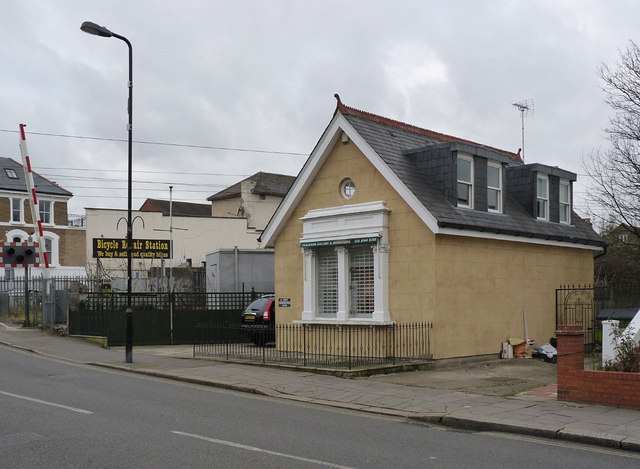 1A East Churchfield Road