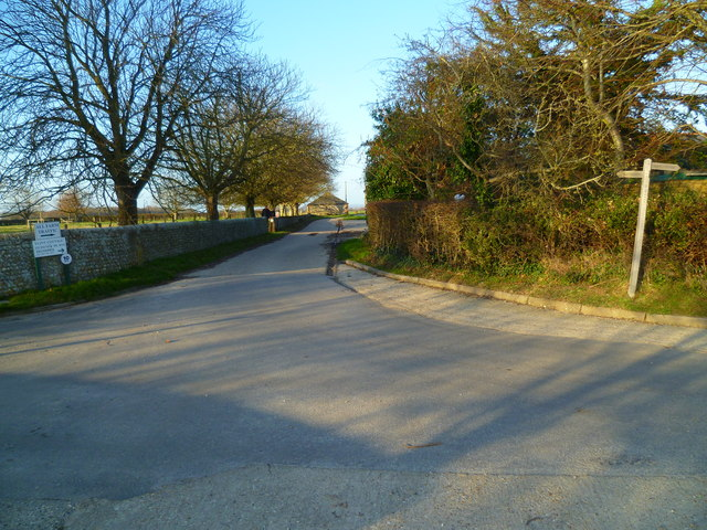 Footpath change of direction at Itchenor Park