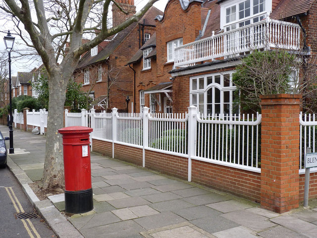 Woodstock Road | Blenheim Road postbox (ref. W4 27)