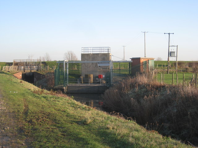 Pumping station at the end of Blackshaw Dike