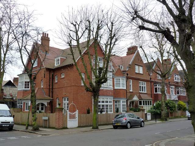 Houses on Priory Avenue, Bedford Park