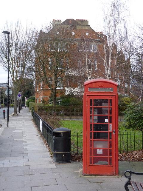K6 telephone kiosk, Bedford Park