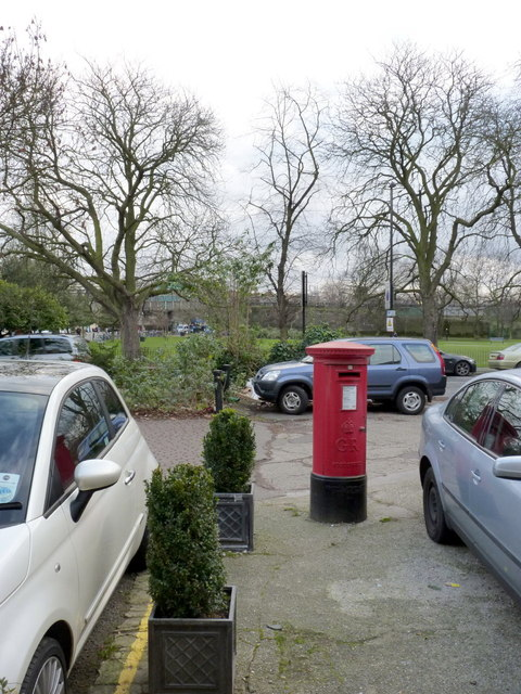 Bedford Corner Post Office | 2 South Parade, W4 postbox (ref. W4 69)