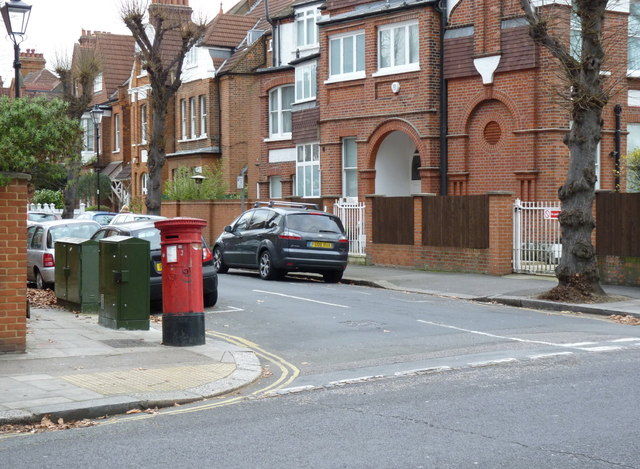 South Parade | Esmond Road postbox (ref. W4 30)
