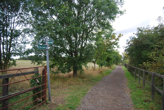 Footpath junction, Claydon Hall