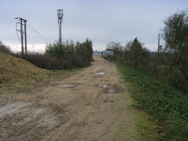 Bridleway nearing Moreton cut railway bridge
