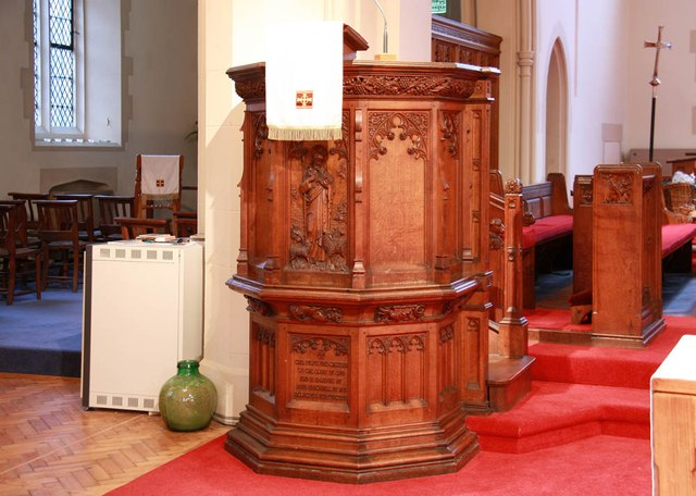 St John the Divine, High Path, Merton - Pulpit
