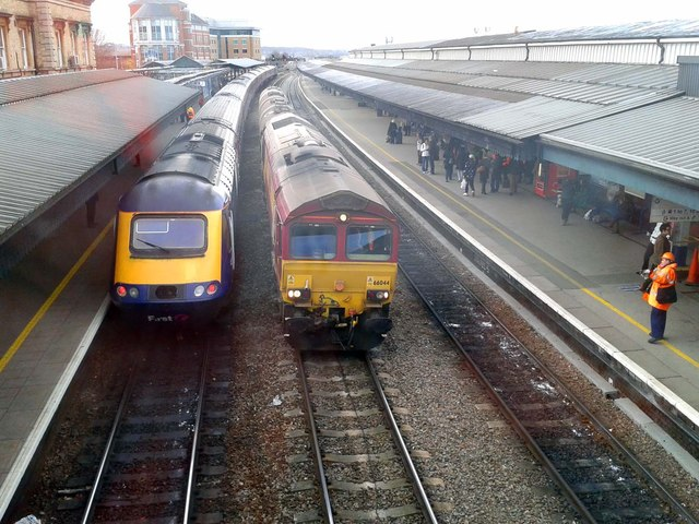 Trains in Reading Station