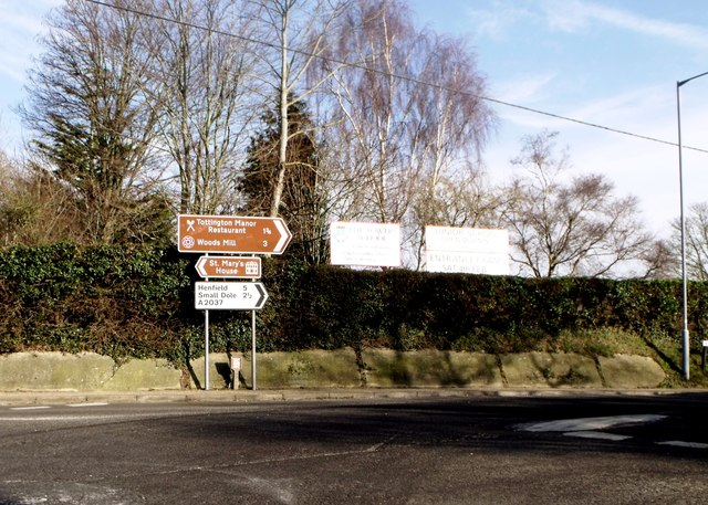 Direction signs, Upper Beeding