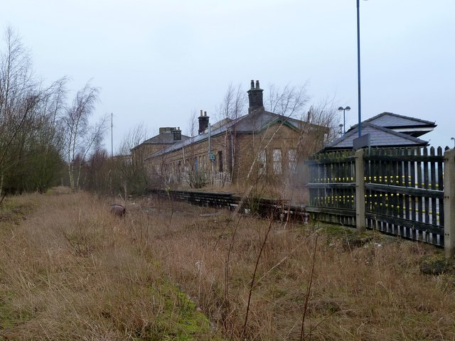 Redundant platform at Penistone railway station