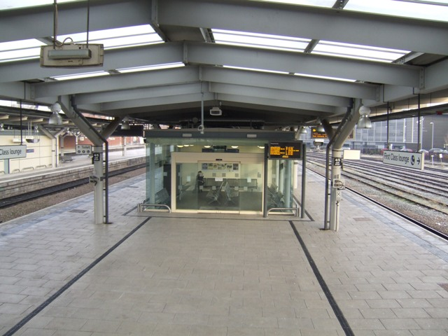 Derby Station - Waiting room on Platforms 4 and 5