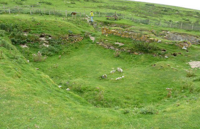 St Ninian's Church remains (4) from SE
