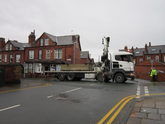 Closing Ash Road off at Headingley Mount