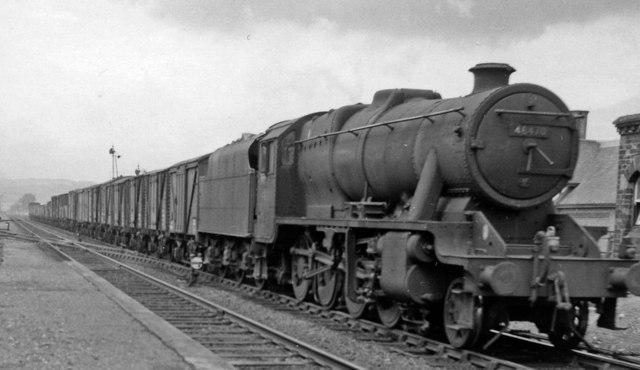 Down (northbound) freight at Bromfield