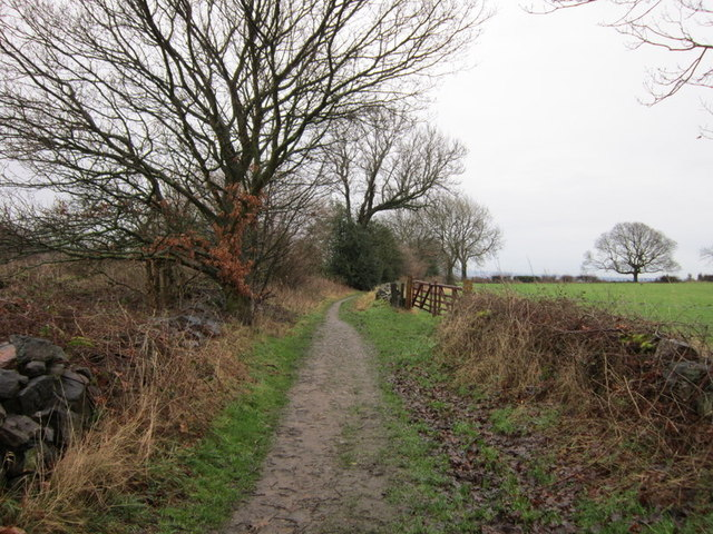 The Leeds Country Way near Lee Lane Farm