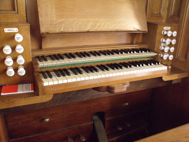 Organ Console, St Mary's church, Staunton