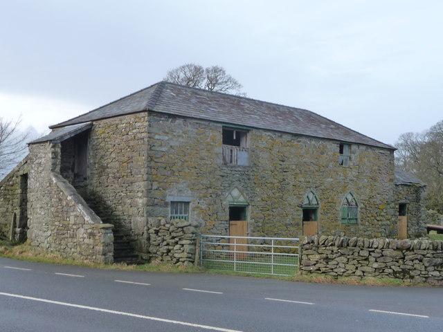 Old barn at Cernioge Mawr on the A5 near Cerrigydrudion