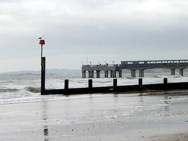 Groyne and pier, Boscombe
