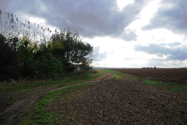 Footpath heading south from Vicarage Lane