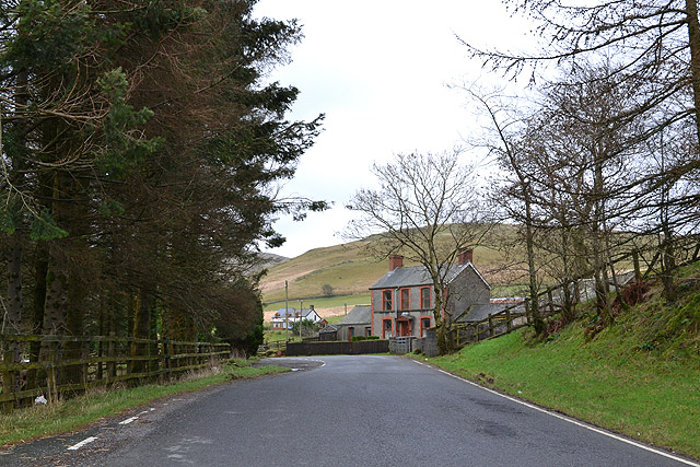 The B4343 passing Troedrhiwgoch