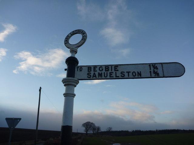Rural East Lothian : ELCC Fingerpost near Bolton