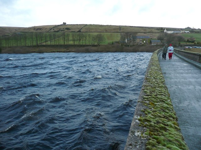 Walking on the prom, Baitings Reservoir