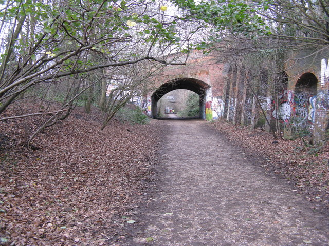 View along Parkland Walk, to west