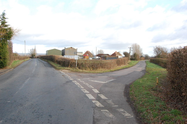 Lime Kiln Farm and road to Bethersden