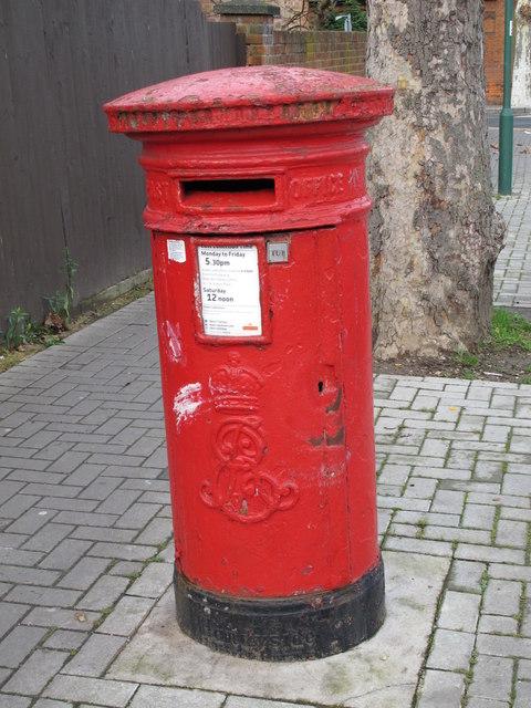 Edward VII postbox, St. John's Avenue / Drayton Road, NW10