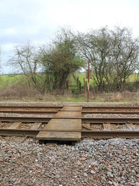 Footpath crosses the railway