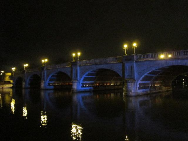 The Kingston Bridge at night