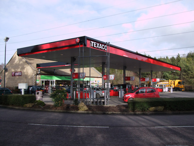 Texaco filling station and Co-operative store at Burford Road service area