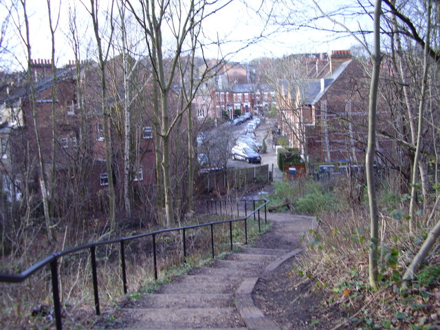 Parkland Walk:  Steps leading down to Northwood Road