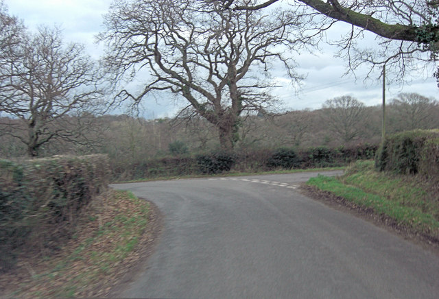 Middle Road joins Mead End Road