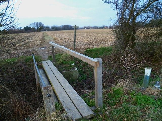 Footbridge between the Mundhams