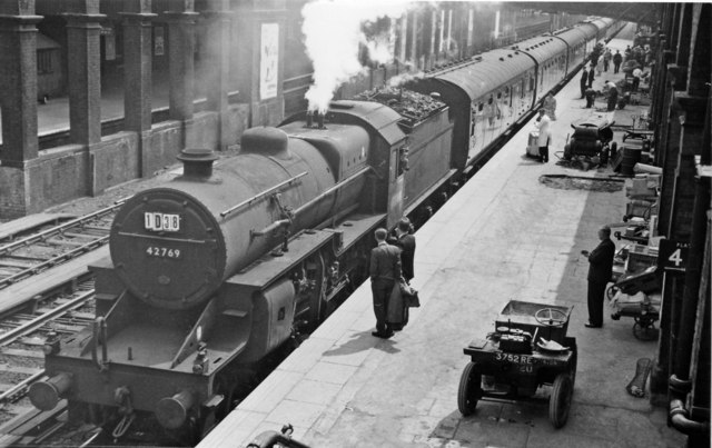 Derby - Llandudno holiday express at Chester General