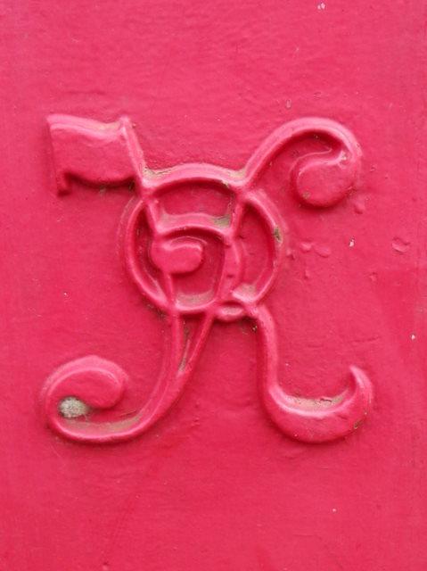 Royal cypher on pillar box, Kingsbarns