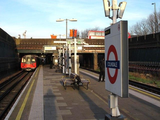Colindale tube station platforms