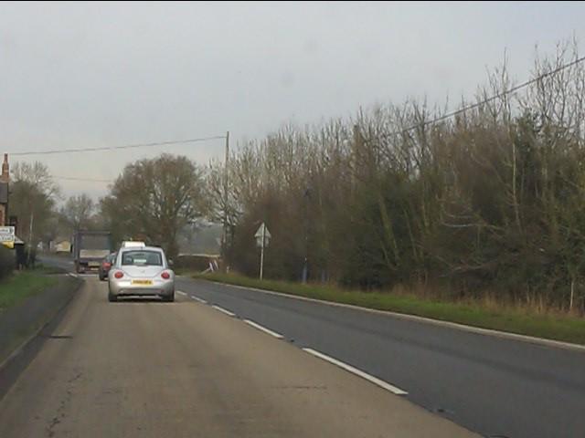 A41 approaching Mill Green crossroads