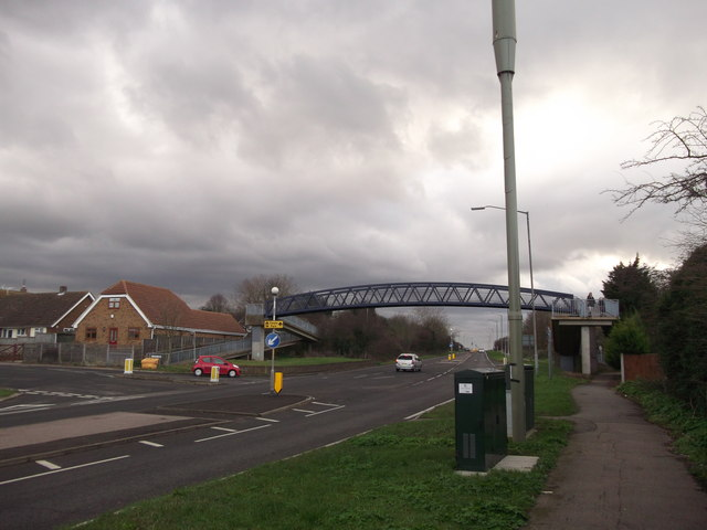 Footbridge near Foxgrove Road
