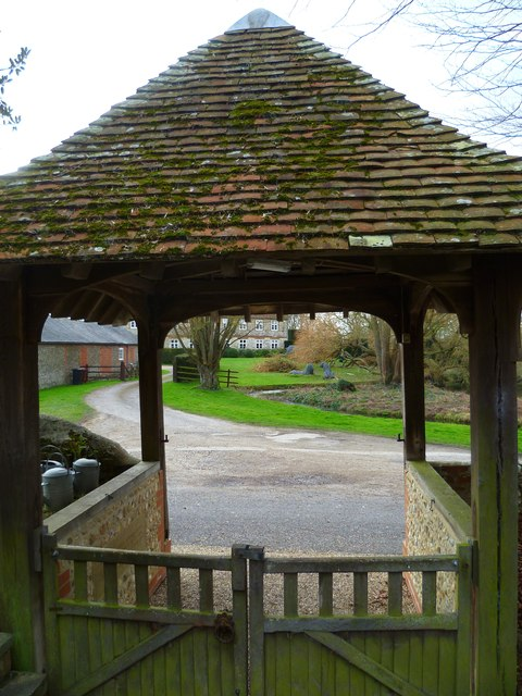 Lions through the lychgate at Hunston