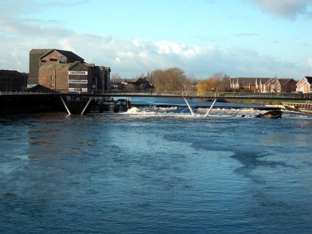 Castleford weir and footbridge