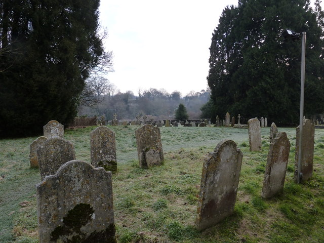 Selborne churchyard on a chilly January morning (b)