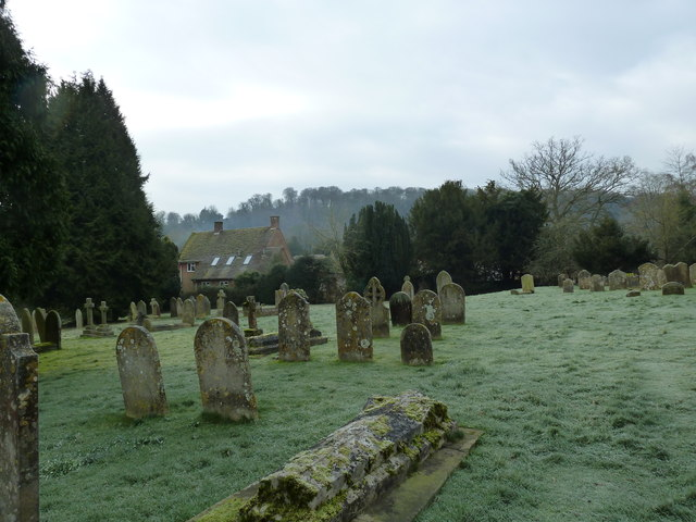 Selborne churchyard on a chilly January morning (d)