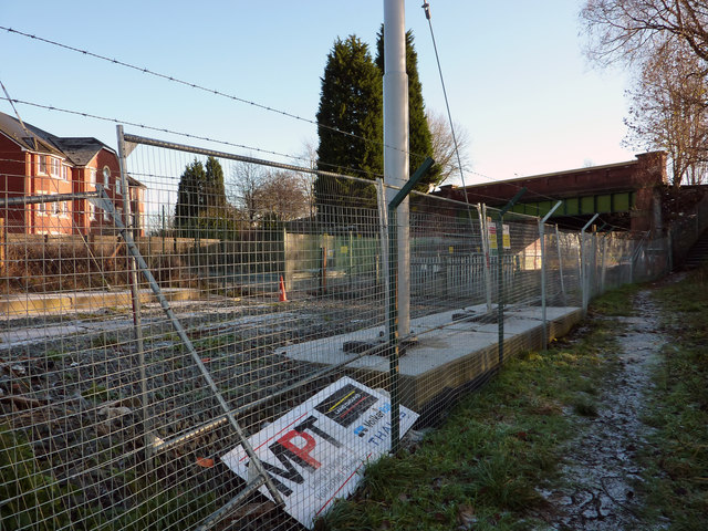 Metrolink fencing and equipment near Mauldeth Road West